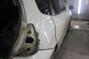 Honda Fit перламутр - ремонт и покраска заднего крыла и проема. Дверь переходом.
